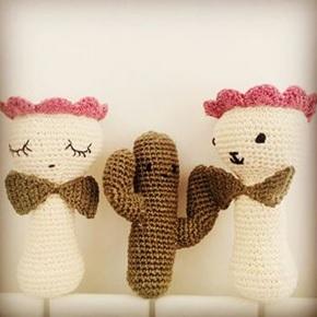 Hochet en tricot vegan hempy family. cadeaux de naissance éco responsables made in France.